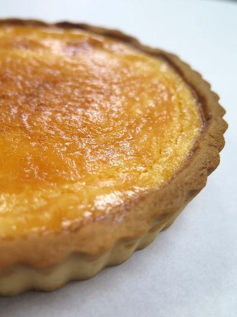 Erfrischende Zitronen-Buttermilch-Tarte